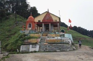 Aside the temple to mark the top of Jalori Pass