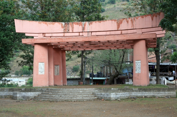 Built at Jeori to commemorate the death of workers and officials who died while constructing the Hindustan-Tibet road