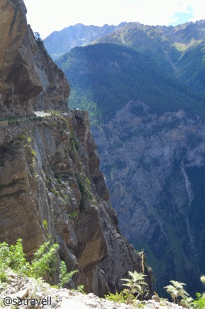 "The ""Suicidal"" Roghi Cliffs on the original Hindustan-Tibet Road"
