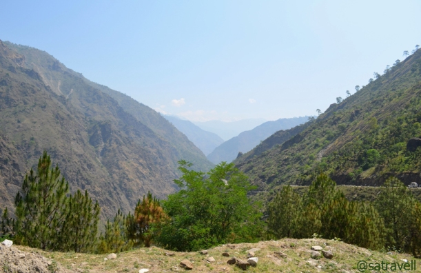 Kaneri onwards, the highway starts narrowing and gaining height over the Sutlej valley walls to cross Jhakri