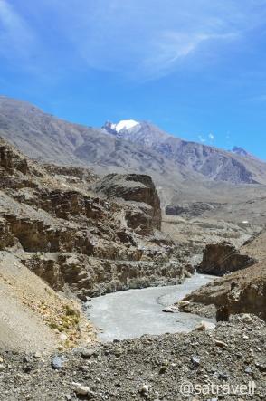 The Parechu and the narrow motorway towards Kaurik