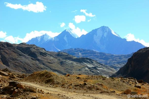 The State Highway No. 30; the slopes of the Kunzum La as well as the 4525 m Balhamo La in the foreground of CB peaks