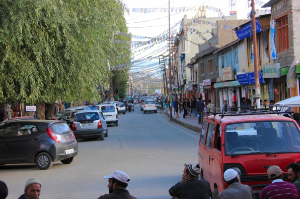 Busy streets of Leh market