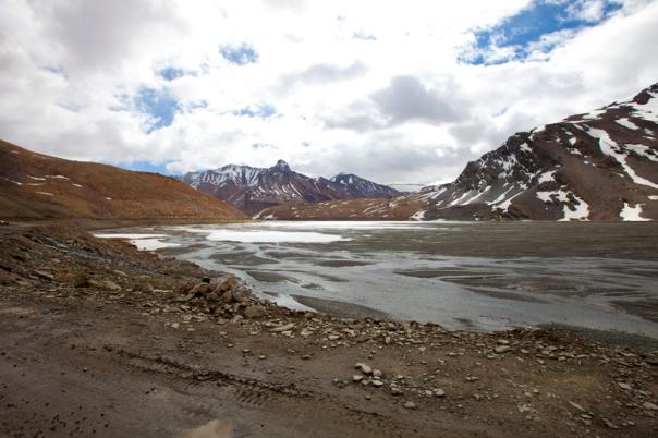 The glacial Yunam Tso
