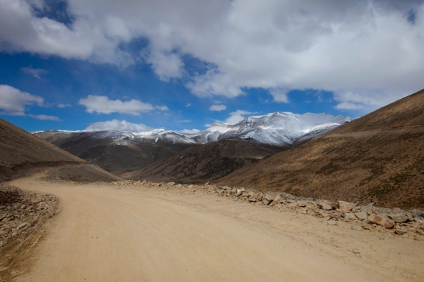 The motorway to Tanglang La. Snow-capped Pk 5789 visible in the frame