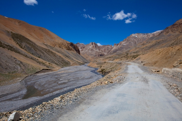 Landscape ahead; descending the Lachalung Pass