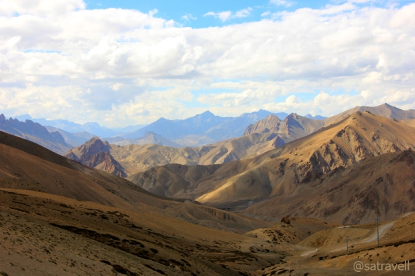 Bearing witness to numerous clashes between Baltis and Ladakhis, the Northwards view from the pass