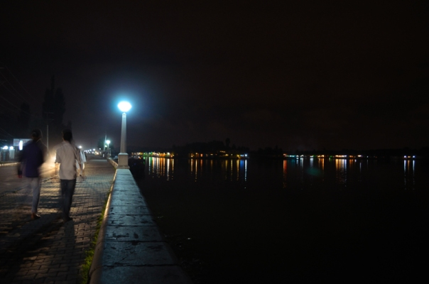 Evening stroll by the Dal Lake