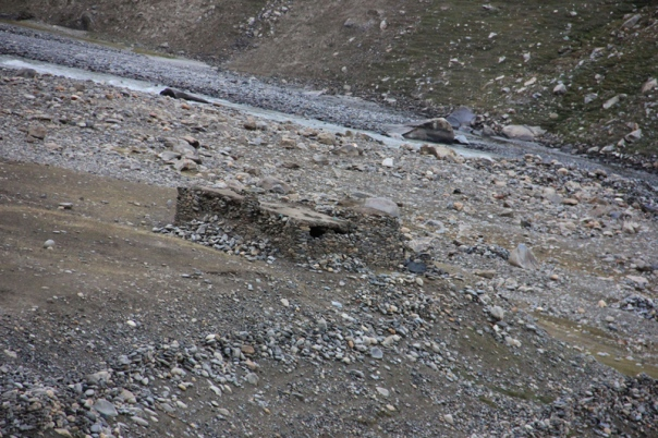 An abandoned labour hut in the Suru Valley. One would find such emergency shelters every few kms in the entire stretch