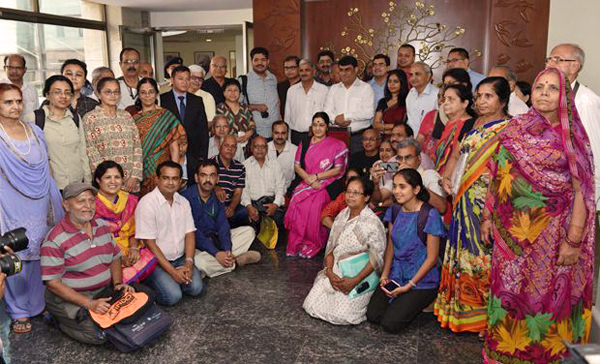 Smt Sushma Swaraj, the Minister for External Affairs, GoI with the yatris