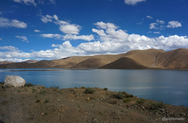 Within an hour of leaving the hotel at Lhatse, we passed by the photogenic azure blue Lang Tso (or Ox Lake), a bone of contention between the natives and the Chinese because of difference in views over sport fishing being popularised by the authorities
