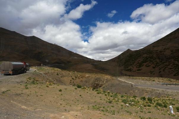 Climbing the Tse La