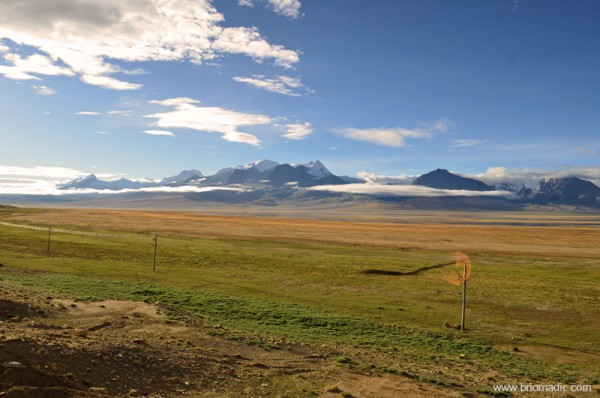Snowy peaks near the border of Kangma county