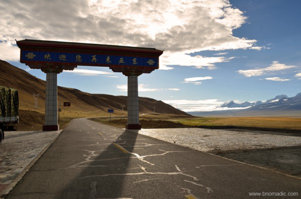 The welcome gate to the Kangma county of Shigatse Prefecture