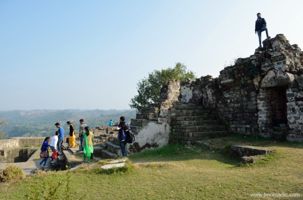 With the development of modern artillery, forts may have lost their political importance but remain a picturesque reminders of the feudal past or a preferred haunt of young couples as in this case.
