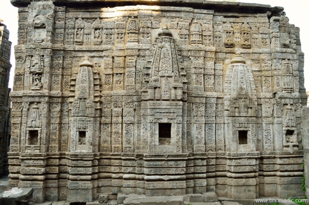 The surviving wall of the Lakshmi Narayan Temple, one of the most impressive structures inside the Fort