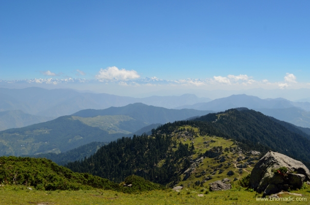 Beginning the descent. The route to Chaupal through the lower ridge