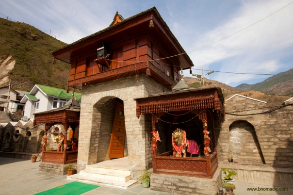 Legend has it that two sisters of Jubbal Valley together renounced the world and devoted themselves to the service of mankind. The elder sister was accepted as a manifestation of the Goddess Hateshwari Devi and a temple built in her honour.
